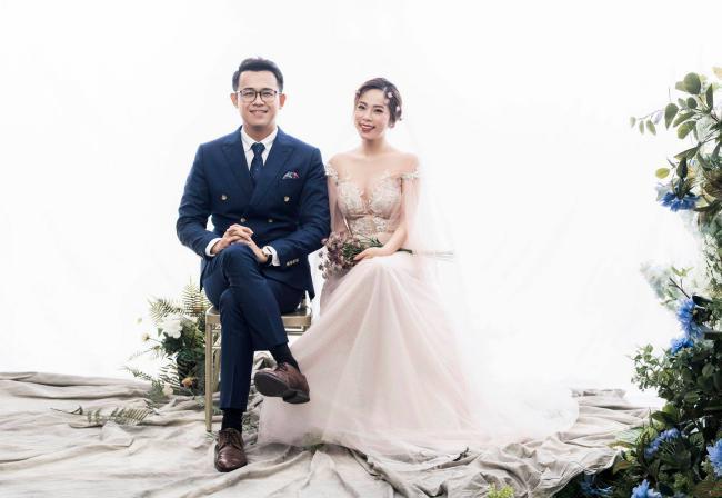 MC Chúng tôi là chiến sĩ tung ảnh cưới đẹp long lanh với vợ xinh đẹp-1