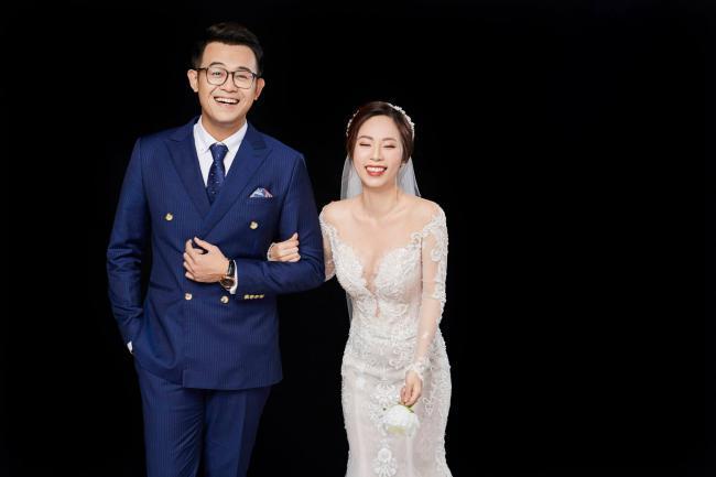 MC Chúng tôi là chiến sĩ tung ảnh cưới đẹp long lanh với vợ xinh đẹp-3