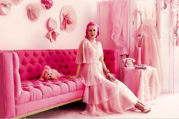 Chiêm ngưỡng căn phòng độc lạ của quý bà U50 cuồng màu hồng nhất thế giới-7
