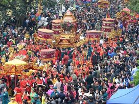 Đoàn người đông như kiến kéo về lễ hội hoành tráng nhất Lạng Sơn