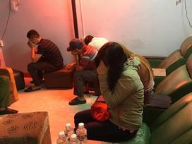 Bắt quả tang nhân viên massage kích dục cho khách, nhiều phòng được trang bị chuông báo động