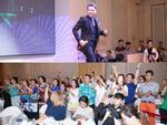 Các fans 'búp bê già' hò reo máu lửa khi Đàm Vĩnh Hưng nhận thưởng