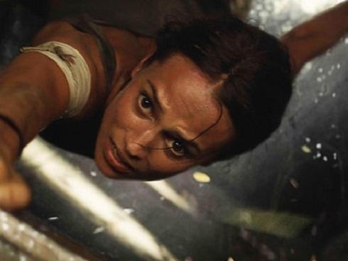 Giới phê bình chê 'Tomb Raider' thiếu đột phá, khen Alicia Vikander