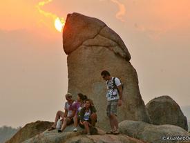 Hòn đá hình dương vật, âm vật thiêng liêng của người Thái