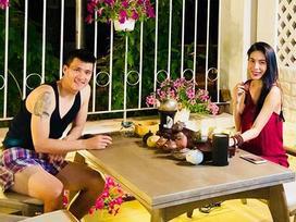 Tin sao Việt: Công Vinh và Thủy Tiên thư giãn thưởng trà trong biệt thự tiền tỷ