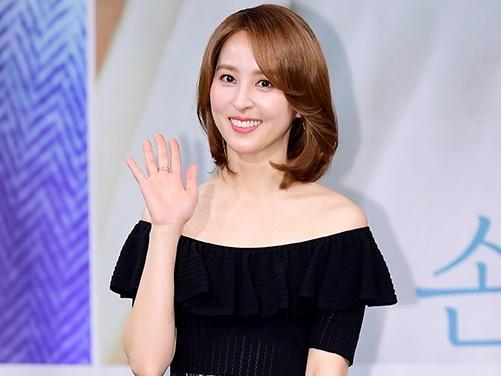 Trở lại sau 4 năm vắng bóng, mỹ nhân 'Truyền thuyết Jumong' Han Hye Jin ngày càng đẹp mặn mà