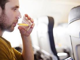 Nên và không nên ăn những thực phẩm này trước mỗi chuyến bay