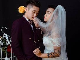 Xôn xao bức ảnh cưới của hai chàng trai, cô dâu xăm trổ đầy mình