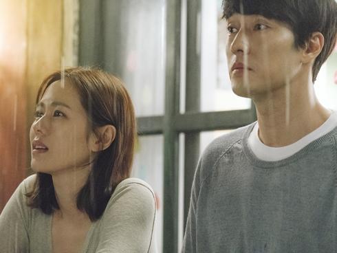 Tái hợp sau 17 năm, So Ji Sub và Son Ye Jin nhận được 'cơn mưa' lời khen