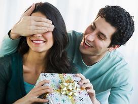 'Bắt bài' những biểu hiện chồng 'ăn vụng' để hội chị em phòng tránh