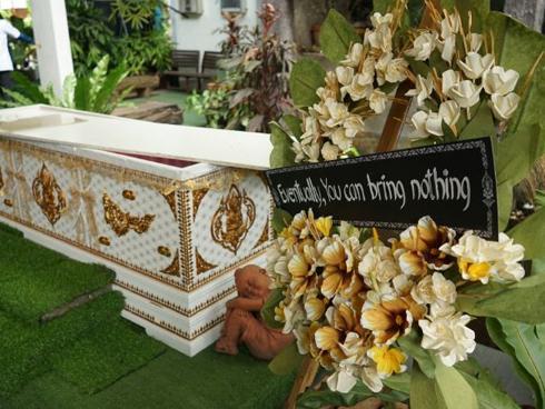 Quán cà phê lấy ý tưởng từ cái chết thu hút giới trẻ Thái Lan