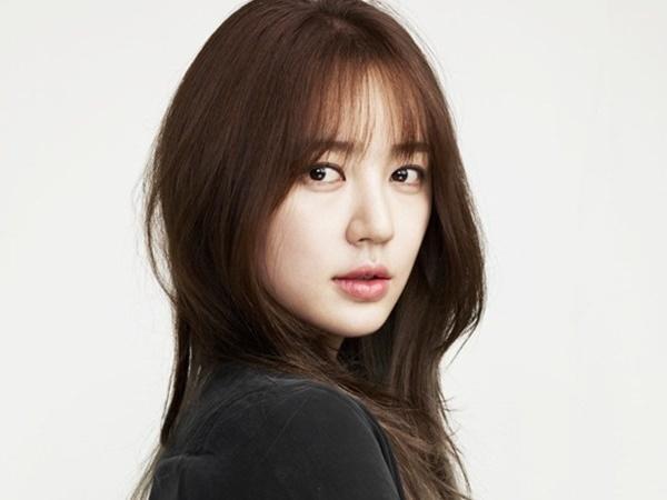 Sao Hàn 23/3: 'Thái tử phi' Yoon Eun Hye từng suýt bị mù vì antifan quậy phá