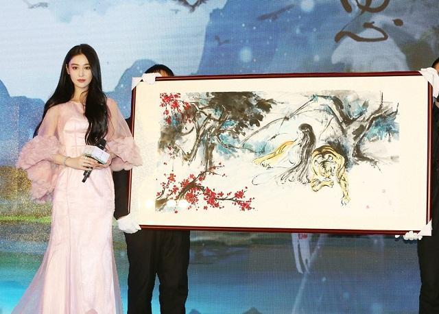 Mỹ nhân thị phi nhất showbiz Hoa ngữ, Lý Mạc Sầu Trương Hinh Dư không ngờ vẽ tranh lại mê hồn đến thế!-1