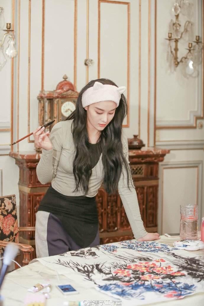 Mỹ nhân thị phi nhất showbiz Hoa ngữ, Lý Mạc Sầu Trương Hinh Dư không ngờ vẽ tranh lại mê hồn đến thế!-5