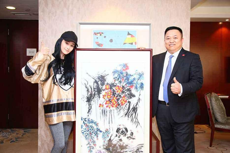 Mỹ nhân thị phi nhất showbiz Hoa ngữ, Lý Mạc Sầu Trương Hinh Dư không ngờ vẽ tranh lại mê hồn đến thế!-7