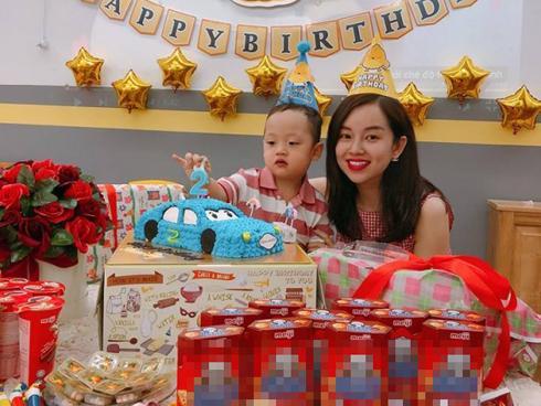 Bé Khoai Tây trong loạt ảnh siêu đáng yêu mừng sinh nhật sớm bên mẹ Ly Kute