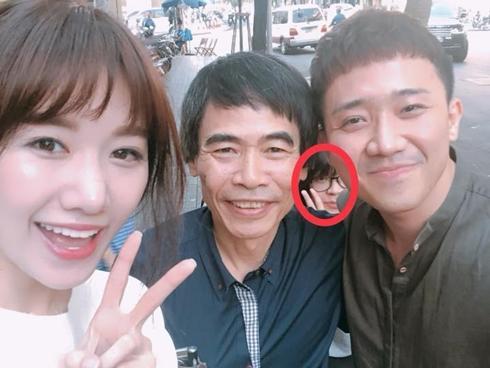 Tin sao Việt: Hari Won truy tìm cô gái 'phá đám' khoảnh khắc riêng tư của hai vợ chồng