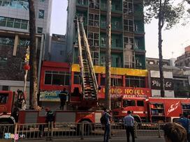 Giải cứu 19 người mắc kẹt trong đám cháy khách sạn ở Sài Gòn
