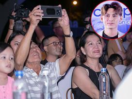 Đèn tắt, Isaac vẫn tỏa sáng trên sân khấu dưới sự ủng hộ của bố mẹ