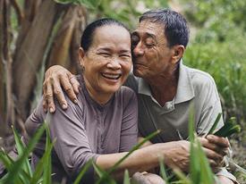Khi chúng ta già đi và ai ai cũng chỉ cần có một tình yêu như cặp vợ chồng bán bánh U70 này