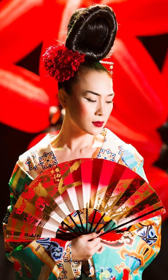 Mỹ Tâm hóa geisha với vẻ đẹp cuốn hút.