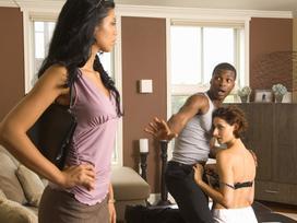 Cách ứng xử thông minh của đàn bà khi biết chồng ngoại tình