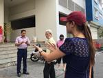 Hình ảnh gây tranh cãi nhất ngày: Phụ huynh vô tư cho con đi đại tiện trong siêu thị hiện đại ở Hà Nội-8