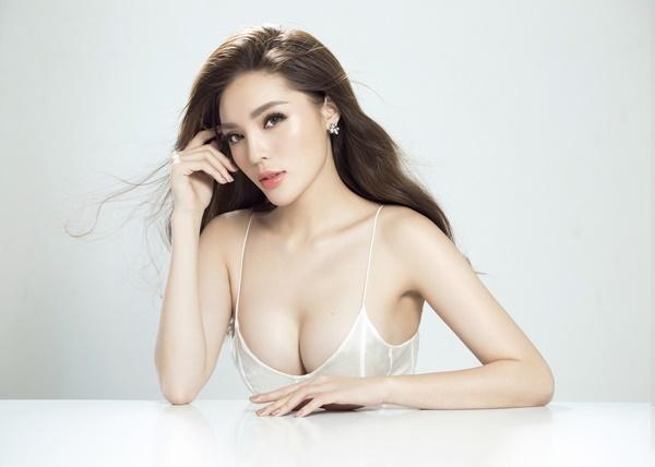 Ngoài Jun Vũ còn có 4 mỹ nhân khác dám công khai phẫu thuật nâng ngực khủng-4
