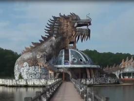 Vẻ đẹp ma mị của công viên bỏ hoang ở Huế