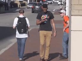 Chàng trai khiến người đi đường một phen 'hú vía'