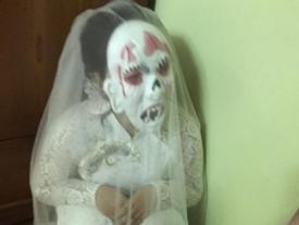 Cô dâu 'chơi trội' nhất Hà Nội: Đeo mặt nạ quỷ để hù chú rể trong phòng tân hôn