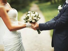 Cưới đàn bà đẹp thì hãnh diện vài năm, cưới đàn bà tốt thì hãnh diện một đời
