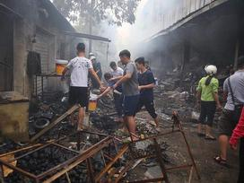 Vụ cháy chợ thiêu rụi hàng loạt ki ốt ở Hà Nội: Người dân đốt hương ngày rằm hay chập cháy điện?