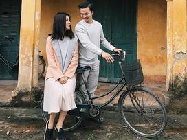 Tin sao Việt: Diễm My 9X cười rạng rỡ khi ngồi sau xe đạp bạn trai doanh nhân