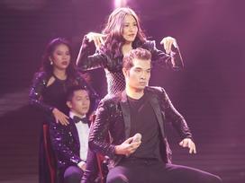 Mang 'bùa mê' lên sân khấu, học trò Hồ Hoài Anh bị loại thẳng cánh tại Sing my song