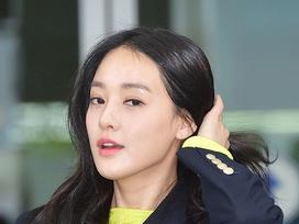 Bạn gái G-Dragon xuất hiện rạng rỡ sau tin hẹn hò