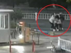 TQ: Bi hài 3 cô gái trẻ bắt cóc trai đẹp đang đi với người yêu
