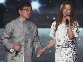 Sau 13 năm, Thành Long và Kim Hee Sun đã hát lại ca khúc 'Thần thoại'