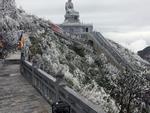 Băng tuyết tháng tư bất ngờ xuất hiện ở Fansipan