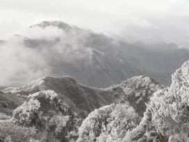 Mê mẩn trước vẻ đẹp của Fansipan trong tuyết tháng tư
