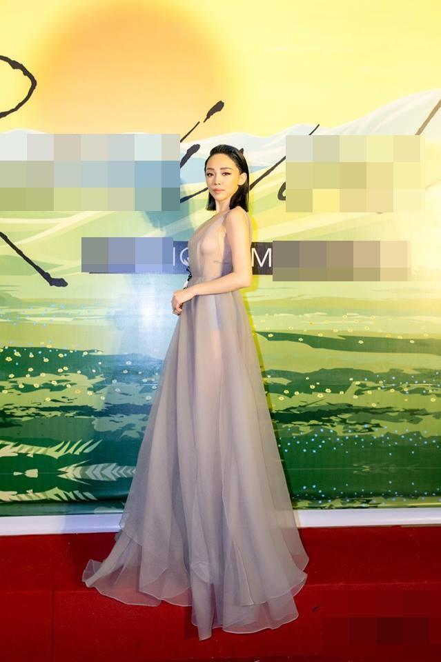 Ca sĩ Tóc Tiên đáp trả cực gắt khi bị fans chê bai diện đầm xuyên thấu
