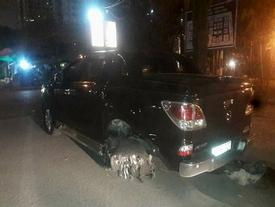'Xe điên' vượt đèn đỏ, kéo lê dã man người lái xe máy trong đêm