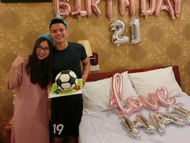 Tin sao Việt: Quang Hải - U23 Việt Nam đón tuổi 21 hạnh phúc bên bạn gái