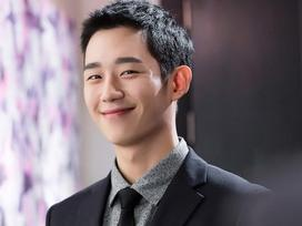 Sao Hàn 15/4: Jung Hae In bất ngờ tiết lộ xuất thân cao quý