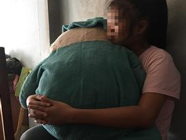 TP HCM: Phải ở nhà vì không có tiền đi học, bé gái 11 tuổi câm điếc bị xe ôm đưa vào nhà nghỉ xâm hại