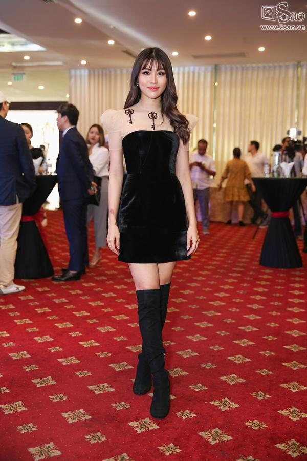 Chế Nguyễn Quỳnh Châu đảm nhận vai trò MC tại sự kiện