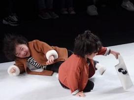 Danh tính mẫu nhí 4 tuổi với màn trình diễn 'thần sầu' sau khi ngã trên sân khấu
