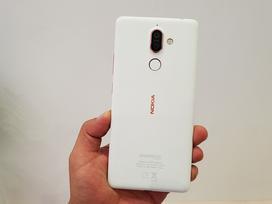 Trên tay Nokia 7 Plus - smartphone tràn viền đầu tiên của Nokia