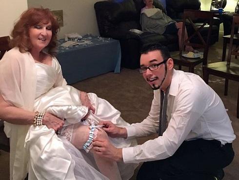 Anh chàng 19 tuổi bất chấp dư luận cưới người đáng tuổi bà nội mình