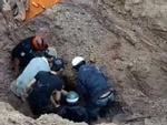 Đôi vợ chồng bị đất lở 'chôn sống' 2m thoát chết kỳ diệu